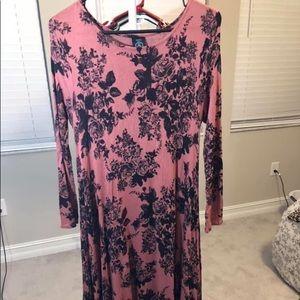 Dresses & Skirts - Dress w/ pockets